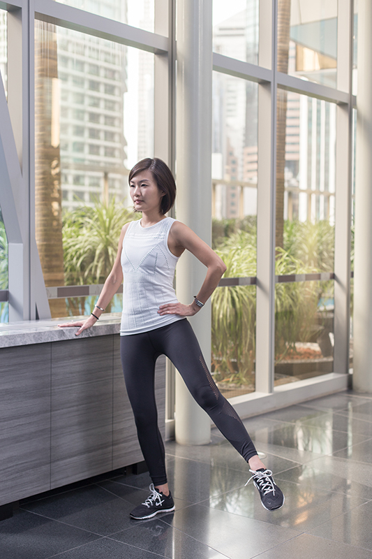 7 Travel-Friendly Exercises You Can Do At The Airport Standing Lunge Stretch